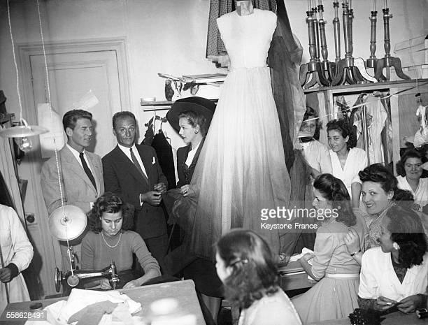 Maria Montez et JeanPierre Aumont dans les ateliers de la maison de haute couture Pierre Balmain à Paris France circa 1940