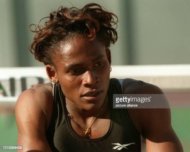 Maria Mutola aus Mosambik wurde beim Grand-Prix-Finale der Leichtathleten am 09.09.95 in Monte Carlo auf einen Schlag um 130 000 Dollar reicher. Die...