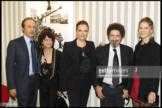 Maria Niarchos Victoria Brynner Philippe Niarchos and daughter Eugenie Niarchos at Exhibition Opening Of Yul Brynner's A Photographic Journey At...