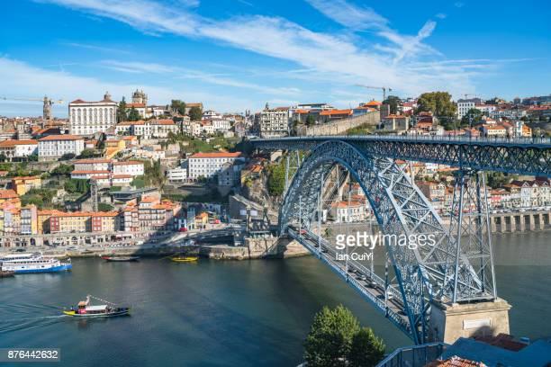maria pia bridge over the douro river, at porto, portugal. - porto fotografías e imágenes de stock