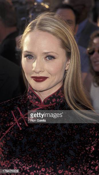 Maria Pitillo attends the premiere of 'Godzilla' on May 18 1998 at Madison Square Garden in New York City