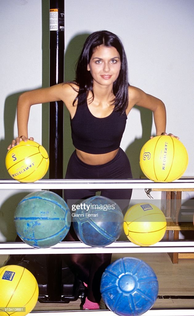 Maria Reyes, Miss Spain 1995, at a gym, 21st February 1995, Madrid, Spain. (Photo by Gianni Ferrari/Cover/Getty Images).