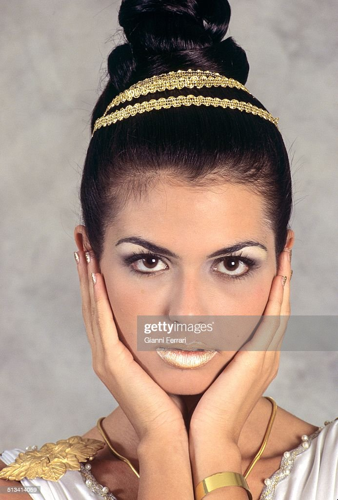 "Maria Reyes, Miss Spain 1995, on a photo shoot like ""Venus"", 23rd November 1995, Madrid, Spain. (Photo by Gianni Ferrari/Cover/Getty Images)."
