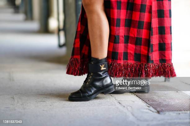 Maria Rosaria Rizzo wears black leather Vuitton boots on October 21 2020 in Paris France