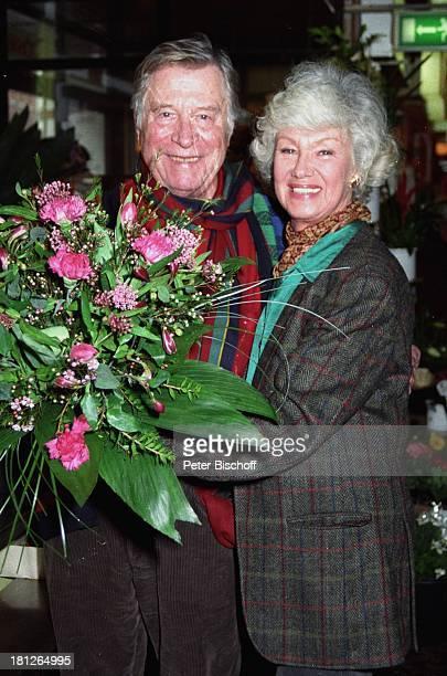 Maria Sebaldt Ehemann Robert Freitag Blumenhändler Buchholz bei Hamburg 80 Geburtstag von Robert Freitag Blumen Blumenstrauss Schauspieler...