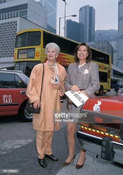 Maria Sebaldt Heide Keller Dreharbeiten zur ZDFReihe Traumschiff Folge 23 Hongkong Episode 4 Der blinde Passagier MS Berlin Bus Taxi Skyline Hongkong...