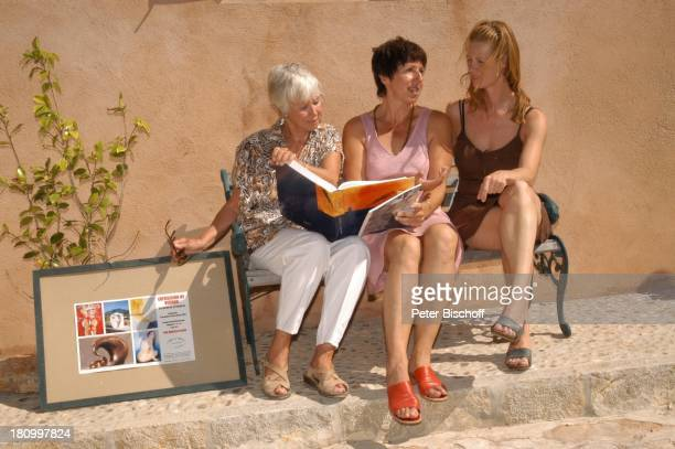 Maria Sebaldt Ingrid Flor Katharina Freitag Cos Concos/Mallorca/Spanien Schauspielerin Bildhauerin Galeristin Blume Strauch Bild Rahmen Bank Urlaub...