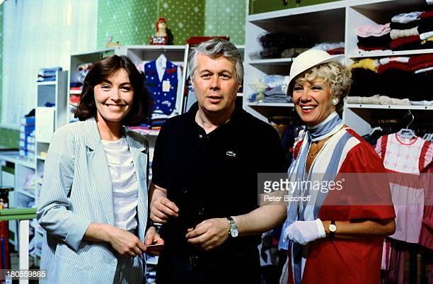 """Maria Sebaldt, Peter Weck, Thekla Carola;Wied, """"Ich heirate eine Familie"""",;ZDF-Serie, Mode-Boutique, Hut,"""