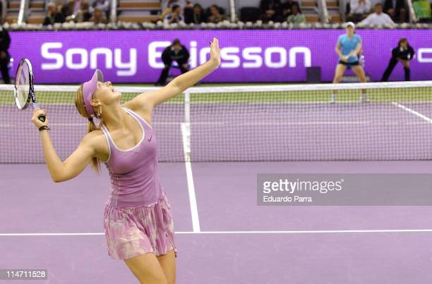 Maria Sharapova loses in a match against Justine HeninHardenne at the Madrid Sony Ericsson Masters Series on November 11 2006