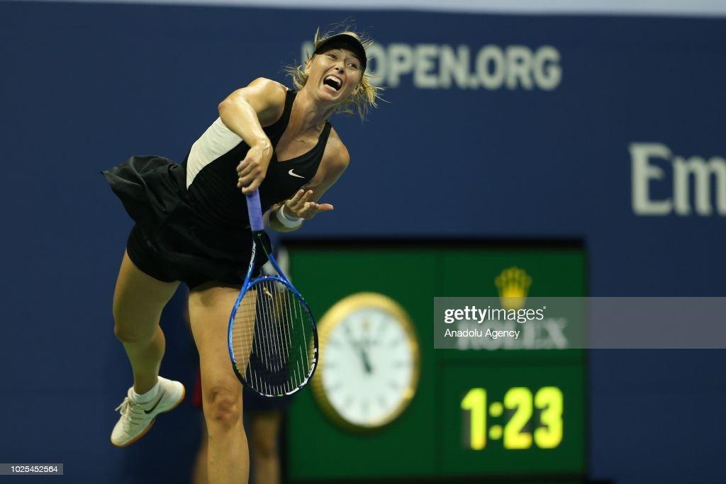 US Open 2018: Maria Sharapova v Sorana Cirstea : News Photo