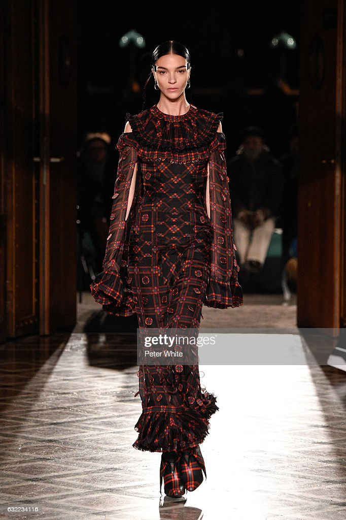 Givenchy : Runway - Paris Fashion Week - Menswear F/W 2017-2018