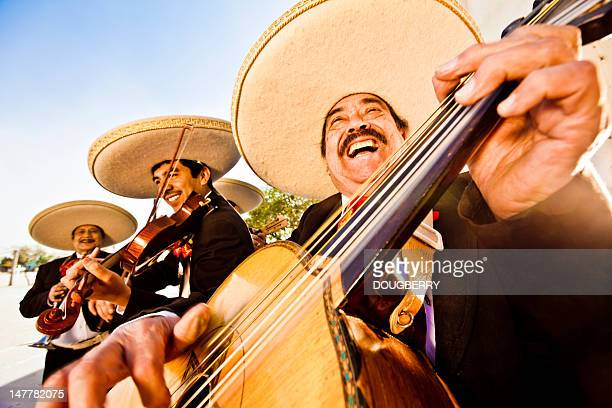 mariachi band - mexiko stock-fotos und bilder