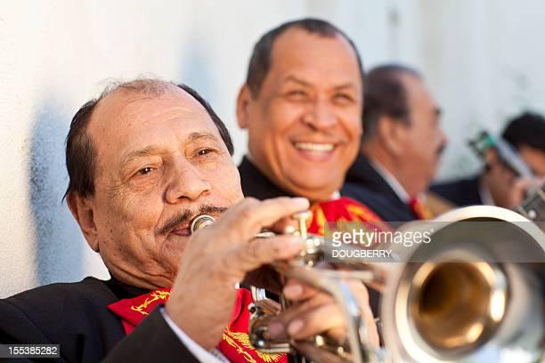 banda mariachi - cinco de mayo fotografías e imágenes de stock