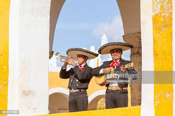 mariachi group in izamal, yucatan, mexico - only mid adult men stock pictures, royalty-free photos & images