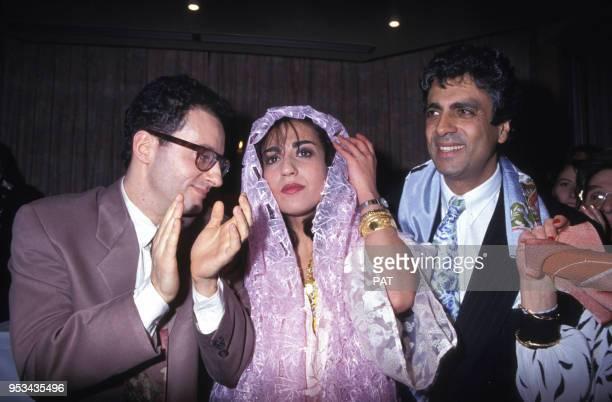 Mariage de Jocya Macias avec Oury Milshtein à la synagogue des Tournelles avec à droite Enrico Macias le 9 février 1992 à Paris, France.