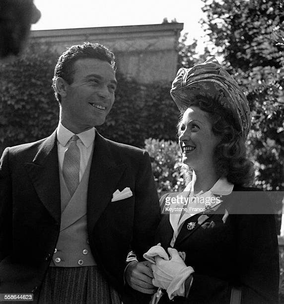 Mariage de l'actrice Danielle Darrieux avec Porfirio Rubirosa ambassadeur de la République dominicaine à Vichy France en 1942