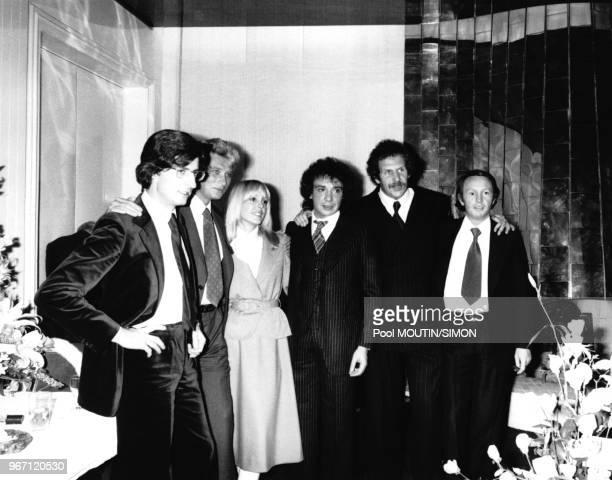 Mariage de Michel Sardou et Babette en présence du témoin Johnny Hallyday le 14 octobre 1977 à Paris France