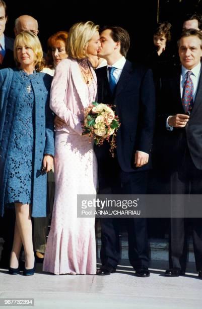 Mariage de Romain Sardou et Francesca en présence de Annemarie perrier et Michel Sardou à NeuillysurSeine le 14 octobre 1999 France