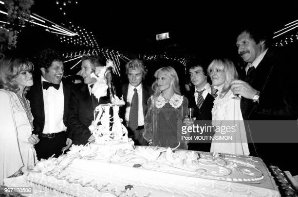 Mariage d'Elizabeth Haas dit Babette et de Michel Sardou le 14 octobre 1977 en présence de Joe Dassin de leur témoin Johnny Hallyday et sa femme...