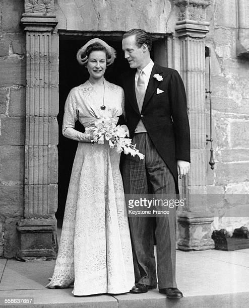 Mariage du prince Georges de Danemark avec la vicomtesse Anson nièce de la Reine au chateau de Glamis RoyaumeUni le 16 septembre 1950