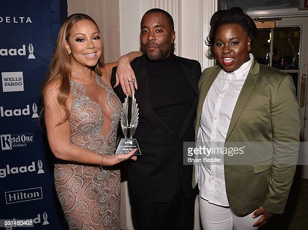 Mariah Carey Lee Daniels Alex Newell pose backstage with an award at the 27th Annual GLAAD Media Awards in New York on May 14 2016 in New York City