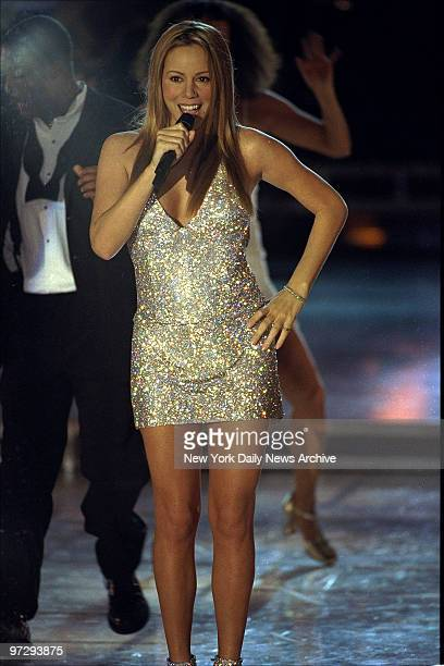 Mariah Carey performs at the 'VH1 Divas 2000 A Tribute to Diana Ross' concert at the Theater at Madison Square Garden