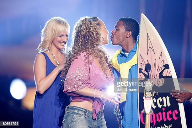 Mariah Carey winner of Choice Music RB Artist wioth presenters Ashless Simpson and Nick Cannon