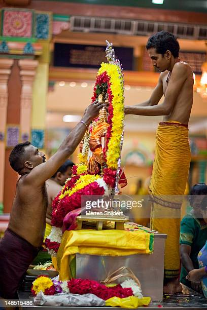 mariamman statue being decorated inside sri mahamariamman temple. - merten snijders stockfoto's en -beelden