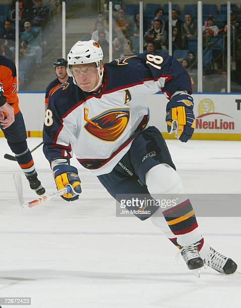 Marian Hossa of the Atlanta Thrashers skates against the New York Islanders during their game at Nassau Coliseum November 4, 2006 in Uniondale, New...