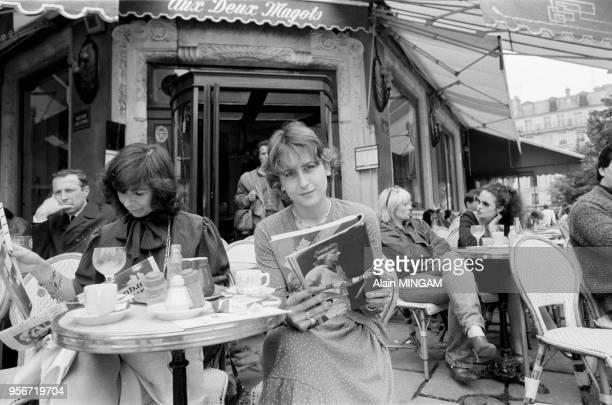 Mariana Simionescu, compagne de Björn Borg, à la terrasse d'un café Paris le 3 juin 1981, France.