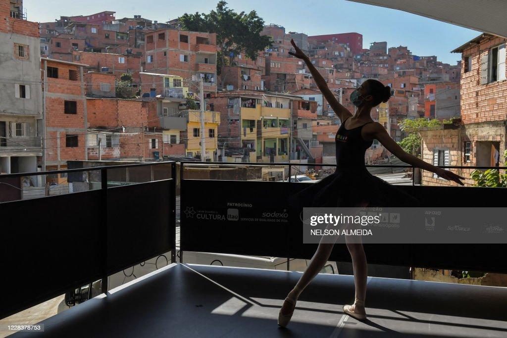 BRAZIL-BALLET-FAVELA-HEALTH-VIRUS : News Photo
