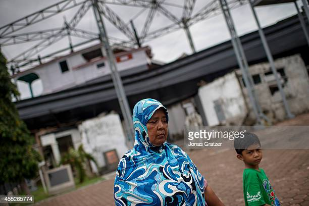Mariana was swept out to sea by the 2004 tsunami when she woke up she still did not know how many hours or days had passed but found herself at Pulah...