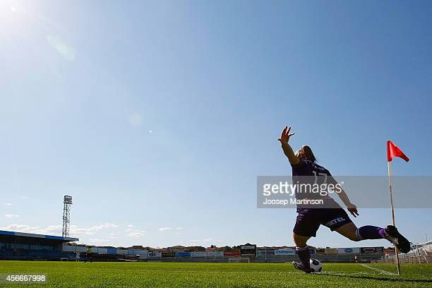 Marianna Tabain of the Glory takes a corner kick during the round four WLeague match between Western Sydney and Perth Glory at Marconi Stadium on...