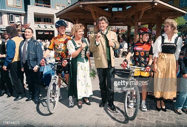 "Marianne Hartl , Ehemann Michael Hartl , Stefan Mross , Ehefrau Stefanie Hertel , Freddy Quinn , ZDF-Musikshow ""Lustige Musikanten on Tour"",..."