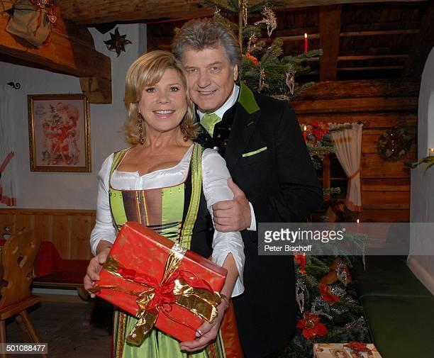 """Marianne Hartl, Ehemann Michael , ZDF-Musik-Show-""""Weihnachten mit Marianne & Michael"""", Ellmau, Tirol, Österreich, Ehefrau, Weihnachtsbaum,..."""