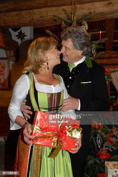 Weihnachten mit marianne und michael stock photos and - Weihnachtsgeschenk ehefrau ...