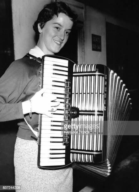 Marianne Probst 21 ans est venue d'Allemagne pour participer au Championnat du monde d'accordéon le 23 septembre 1955 à Brighton RoyaumeUni
