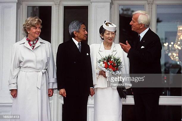 Marianne Richard Von Weizsäcker Mit Kaiserpaar Michiko Akihito Stehen Vor Der Villa Hammerschmidt