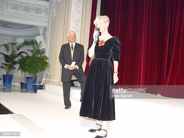 Marianne Schütterle Hans Meiser 50 Jahre UNICEF Deutschland Sternen Gala Bad NeuenahrAhrweiler Kurhaussaal Kleid Showmaster Moderator Mikrofon Brille...