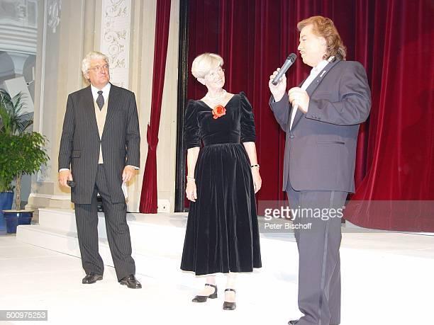 Marianne Schütterle Hans Meiser Alfredo Pauly 50 Jahre UNICEF Deutschland 'Sternen Gala' Bad NeuenahrAhrweiler Kurhaussaal Kleid Modedesigner...