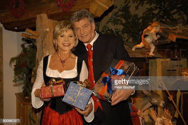 Marianne und Michael Hartl ZDFWeihnachtsShow Weihnachten mit Marianne Michael St Johann Tirol Österreich PNr 1566/2005 Krippe Weihnachtskrippe Dirndl...
