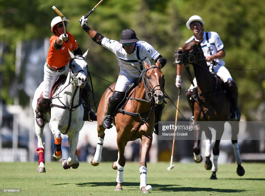 Mariano Aguerre of La Esquina competes for the ball with Miguel Novillo Astrada of La Aguada during a match between La Aguada L. M. v La Esquina L. M. as part of the HSBC 124° Argentina Polo Open at Campo Argentino de Polo on November 14, 2017 in Buenos Aires, Argentina.