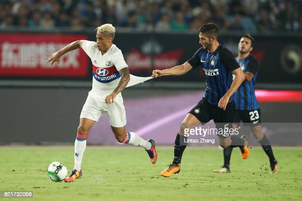 Mariano Diaz of Olympique Lyonnais competes for the ball with Roberto Gagliardini of FC Internationale during the 2017 International Champions Cup...