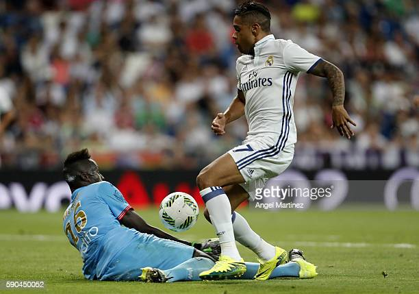 Mariano Diaz of Real Madrid scores his team's fifth past Edouard Mendy of Stade de Reims during the Trofeo Santiago Bernabeu match between Real...