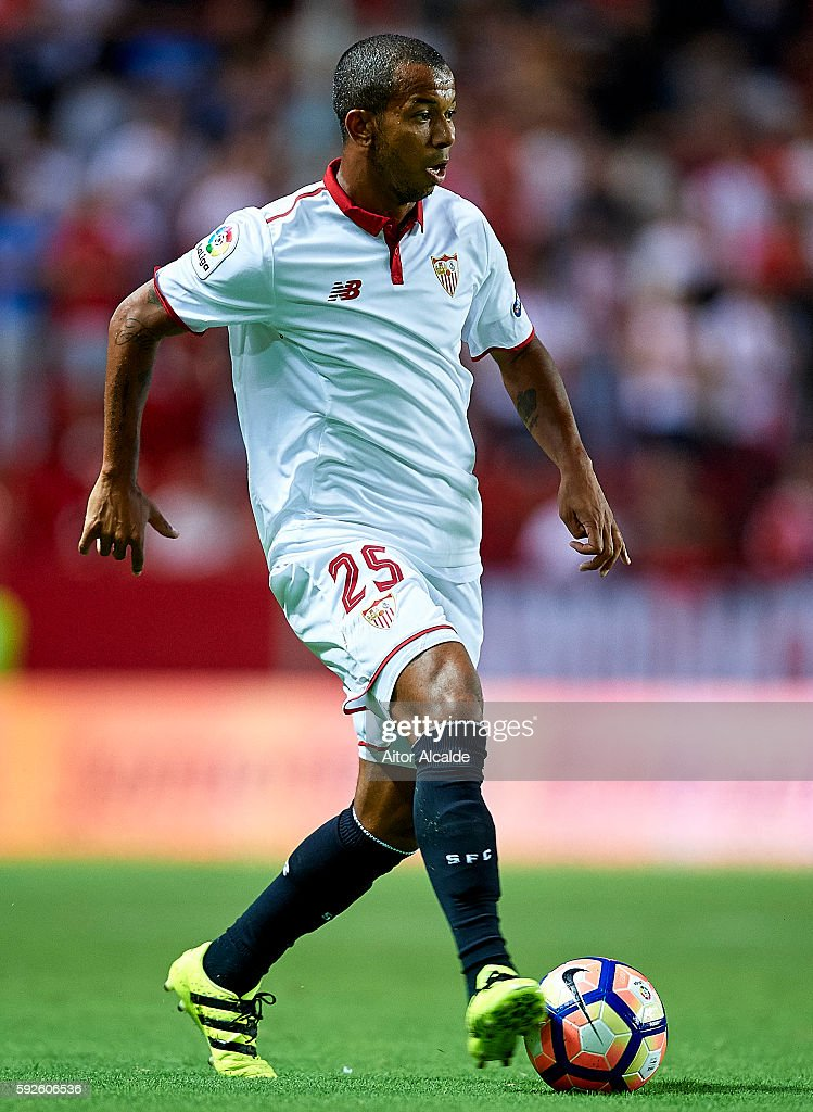 Mariano Ferreira of Sevilla FC in action during the match between Sevilla FC vs RCD Espanyol as part of La Liga at Estadio Ramon Sanchez Pizjuan on August 20, 2016 in Seville, Spain.