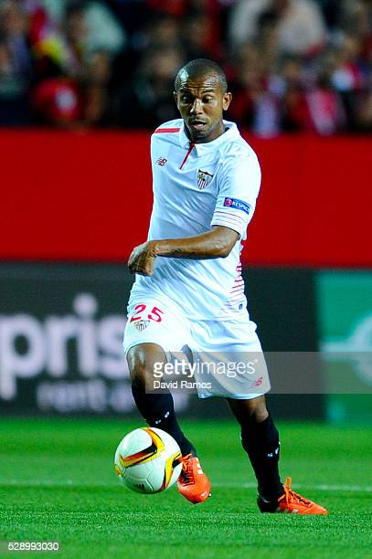 Mariano Ferreria of Sevilla FC runs with the ball during the UEFA Europa League Semi Final second leg match between Sevilla and Shakhtar Donetsk at...