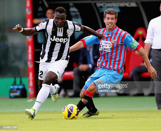 Mariano Izco of Catania competes for the ball with Kwadwo Asamoah of Juventus during the Serie A match between Calcio Catania and FC Juventus at...
