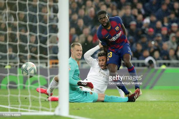 Mariano of Real Madrid scores his team's second goal past Samuel Umtiti of FC Barcelona and Marc-Andre Ter Stegen of FC Barcelona during the Liga...