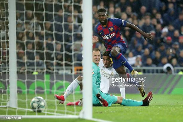 Mariano of Real Madrid scores his team's second goal past Samuel Umtiti of FC Barcelona and MarcAndre Ter Stegen of FC Barcelona during the Liga...