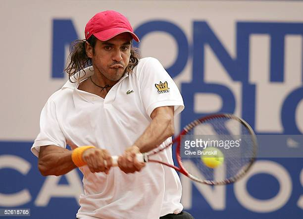 Mariano Zabaleta of Argentina plays a backhand against Tim Henman of Great Britain in his first round match during the ATP Masters Series at the...